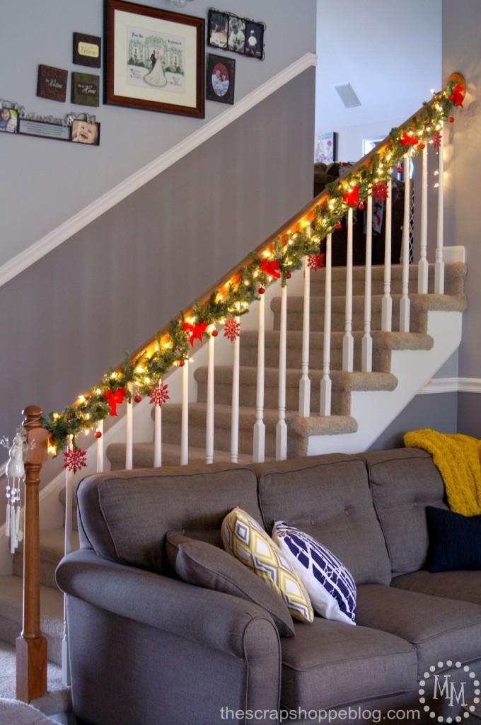 christmas-garland-stairway