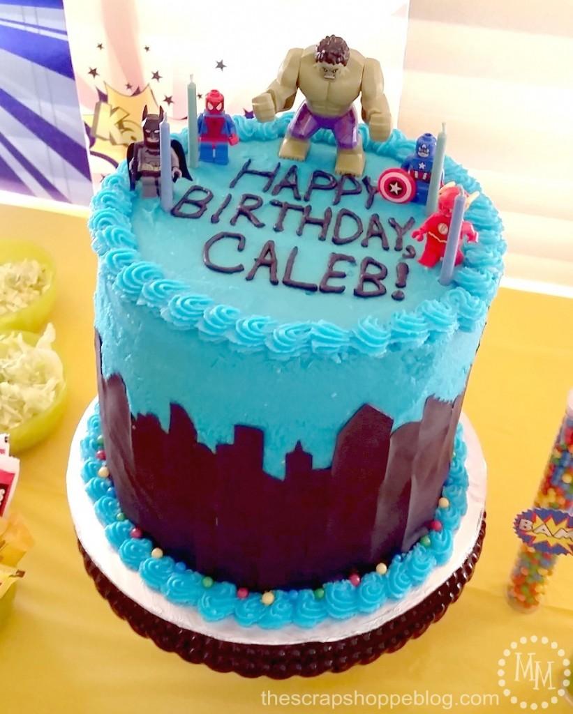 lego-superhero-skyline-cake