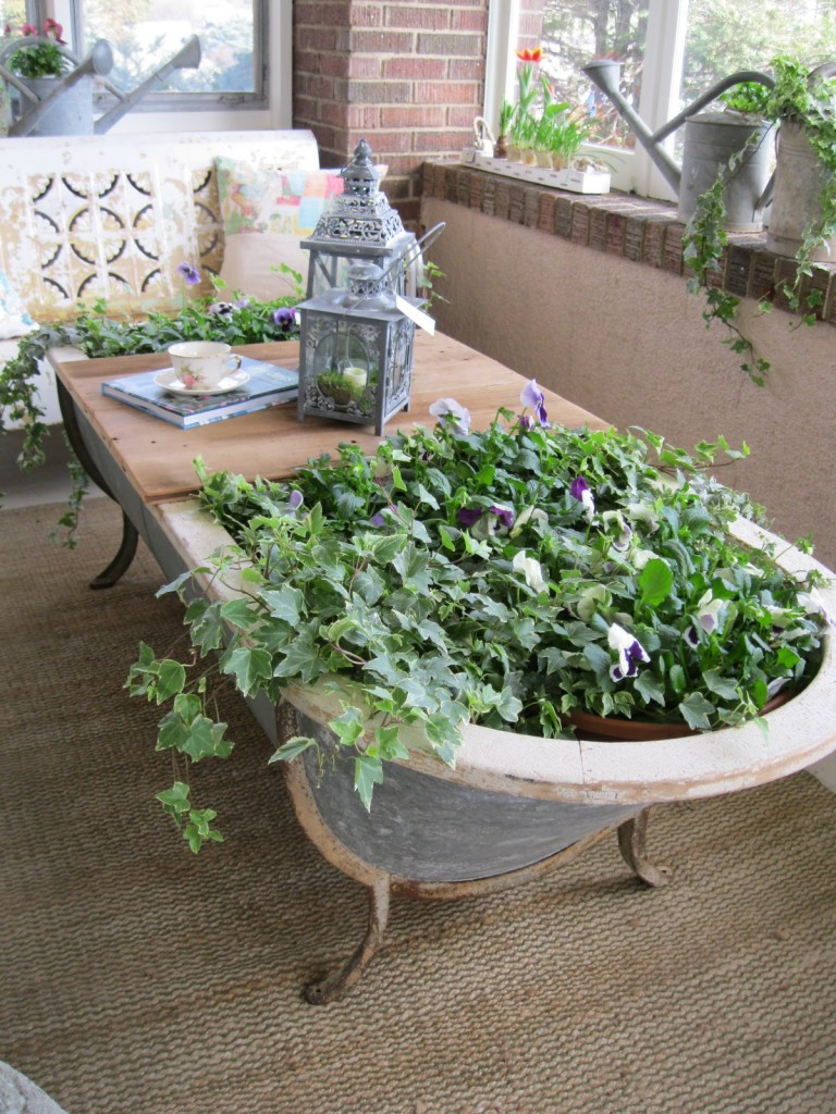 bathtub-planter-table