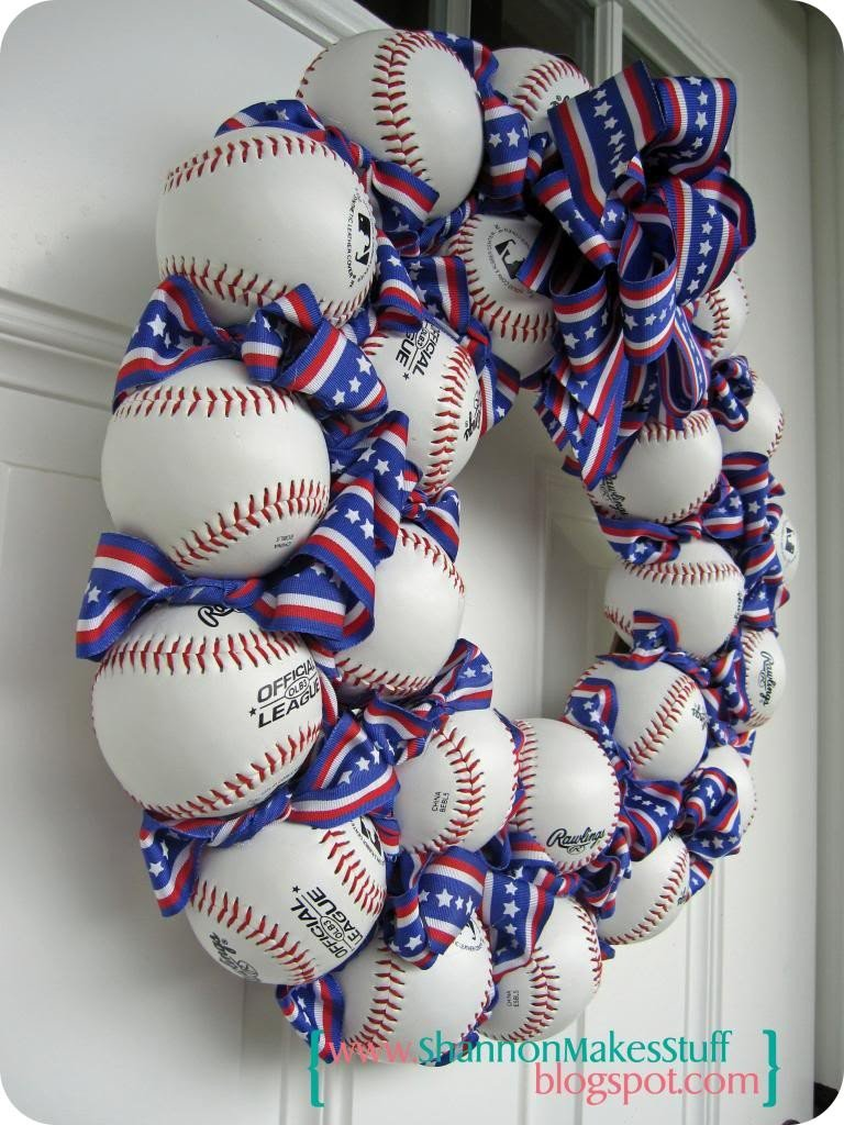 patriotic-baseball-wreath