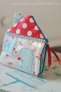 house-zipper-pouch
