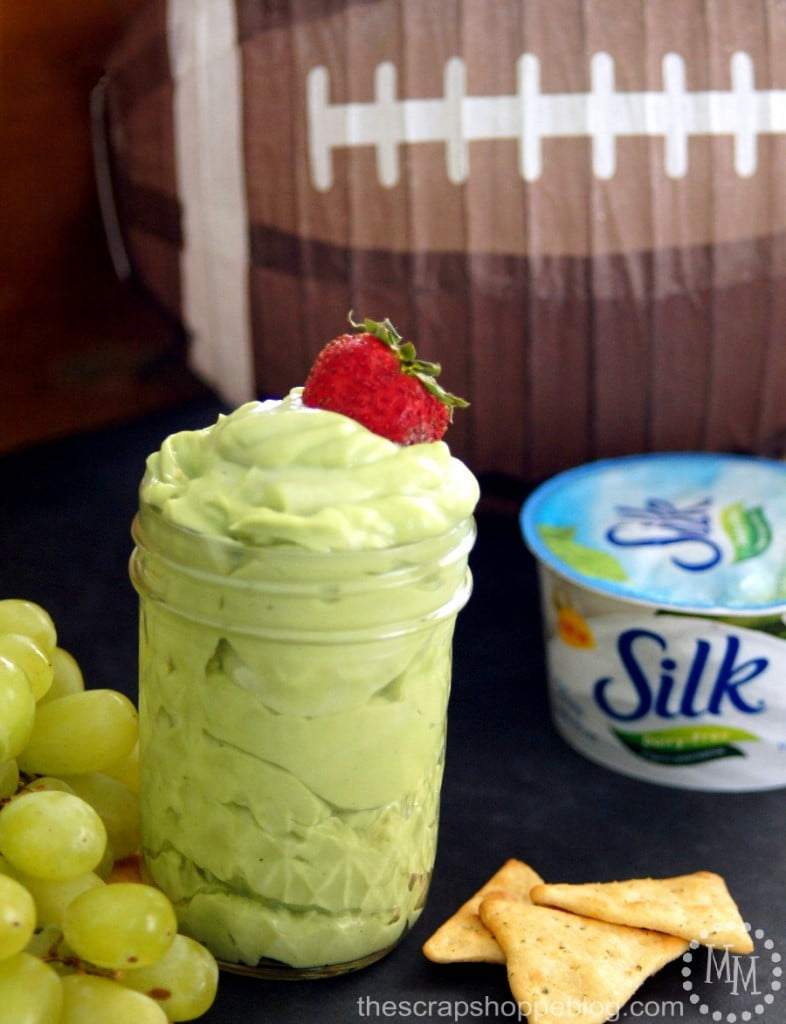 Sweet & Creamy Avocado Dip - great Game Day snack! #MeatlessMondayNight