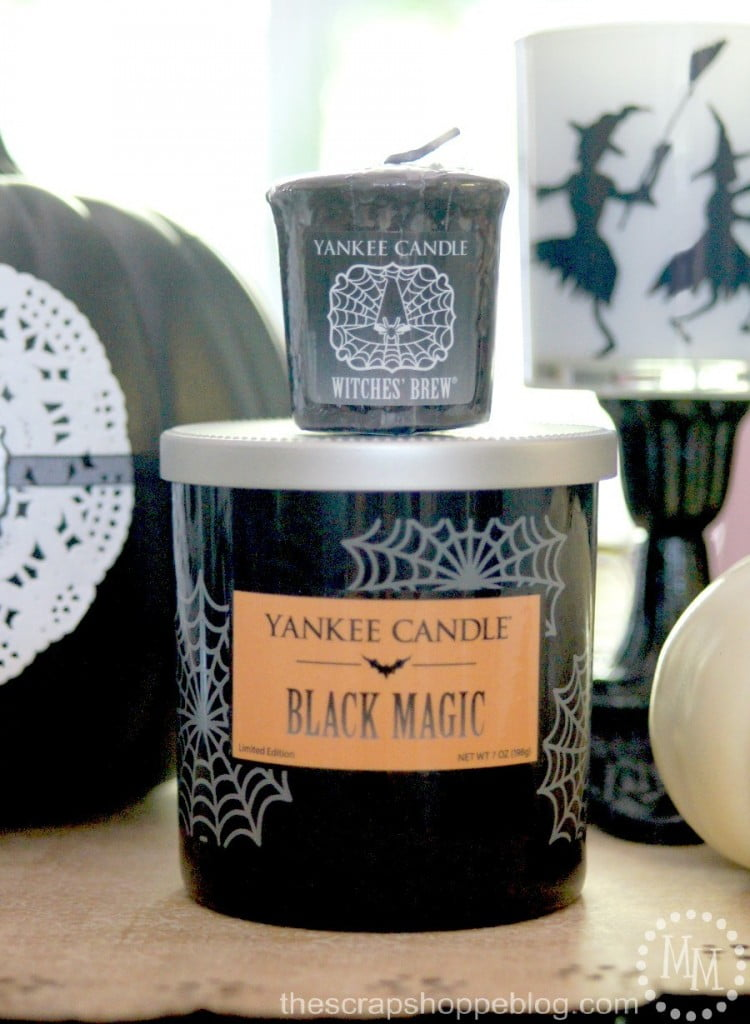 Black & White Halloween Vignette