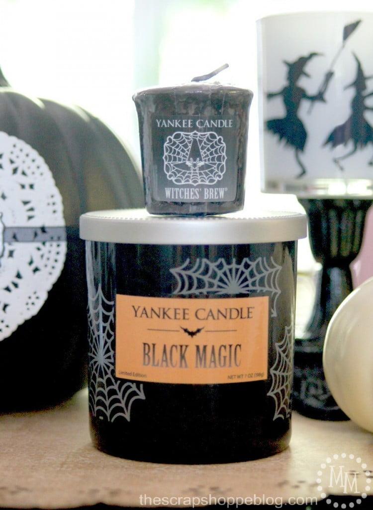 Black & White Halloween Vignette