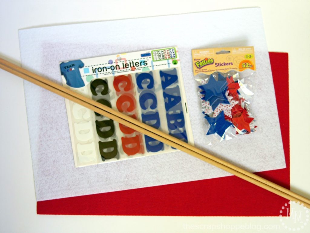 """DIY Baseball Pennants - make your own sports pennants to you support your team! Fun for kids' sports and end of the season """"trophies."""""""
