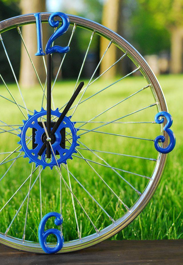 bike-rim-clock-ehow