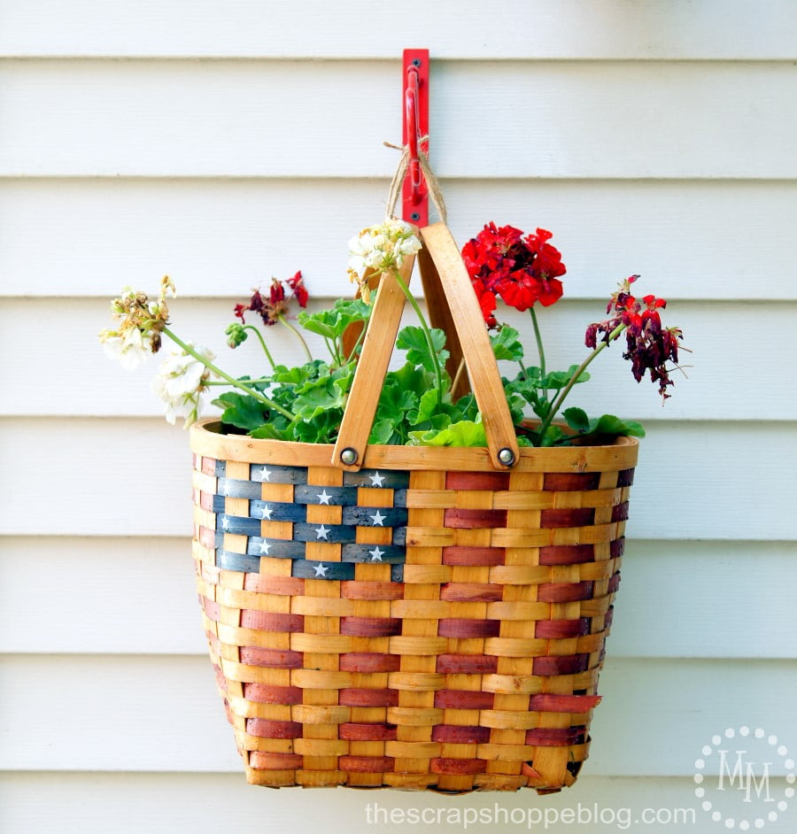 Hanging Flag Basket Planter using @blackanddecker #ad #PowerforYourStyle
