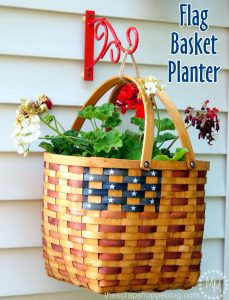 Hanging Flag Basket Planter using @blackanddecker #ad #PowerforYourStyle