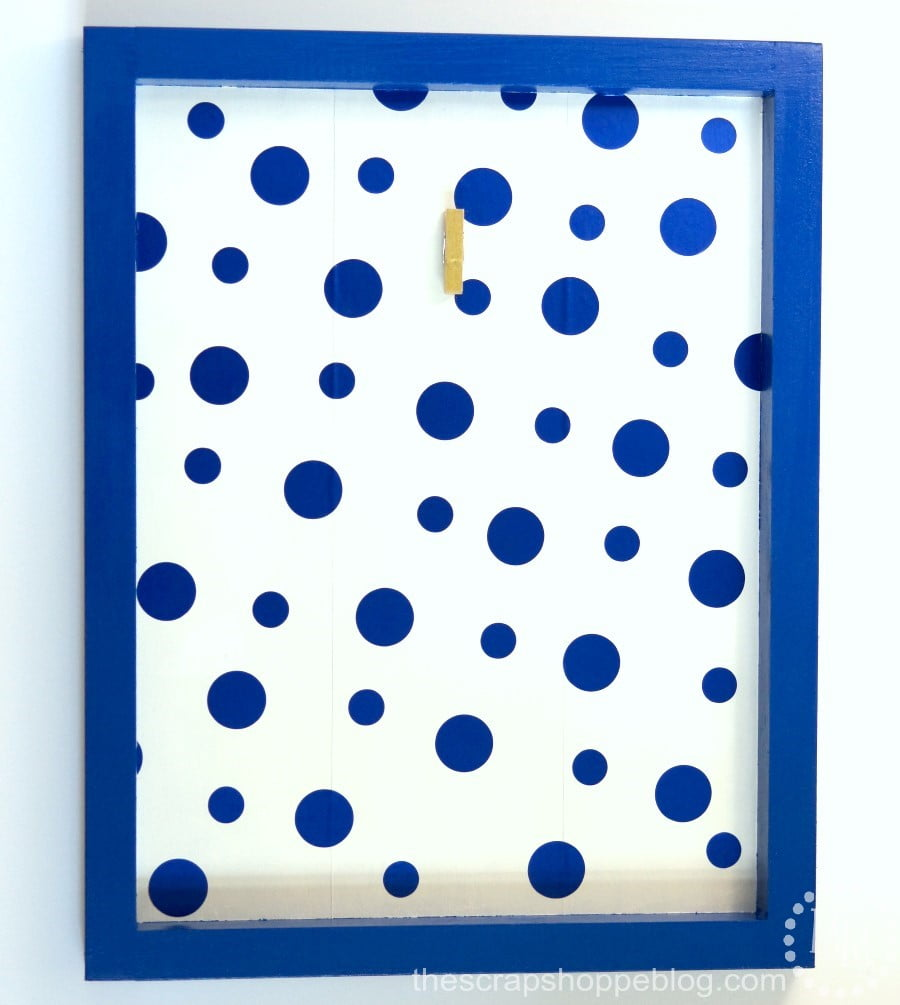 Make your own custom HOME decor sign with a free printable and fun polka dot vinyl!