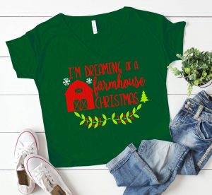 Are you dreaming of a farmhouse Christmas? Get the FREE SVG cute file!